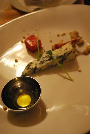 Borssó Bistro: Diminutive cheese course served with sweet Tokaji wine