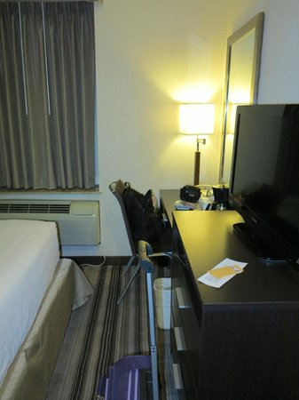 Days Inn Jamaica - Jfk Airport: Room