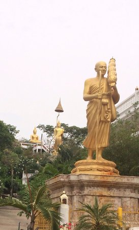 Wat Phuttha Chaiyo: Много интересного по религиозной теме.
