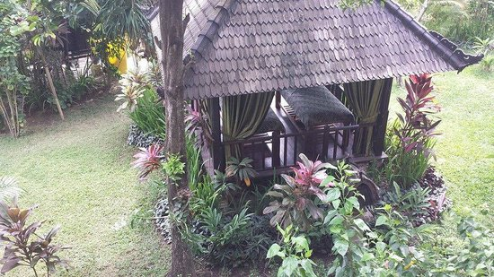 Hotel Vila Lumbung : View of the outdoor massage area which is near and over looks the pool