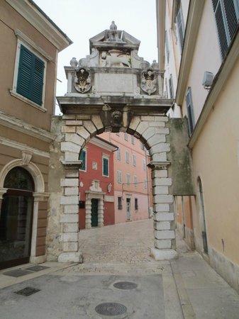 Porte antique arche baldi picture of balbi arch for Porte 12 tripadvisor