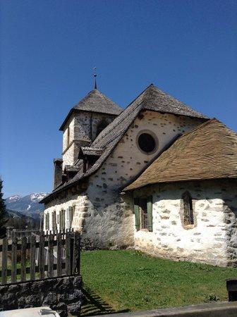 Auberge de L'Ours : Église à 10m.