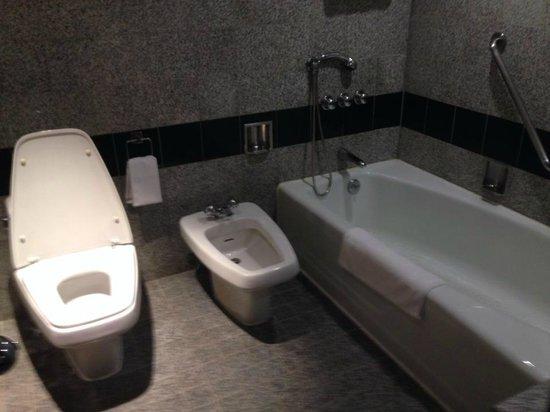 Grand InterContinental Seoul Parnas: old bathroom in Junior Suite
