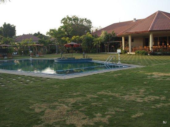Win Unity Resort Hotel: Ein kühles Bad am Morgen