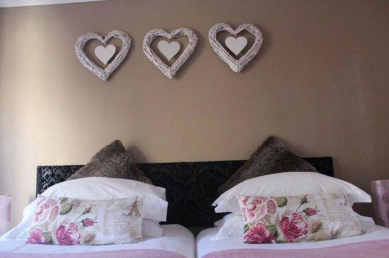 George Lodge International: Standard Bedroom