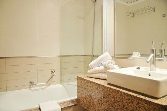 azuLine Hotel Atlantic: Baño