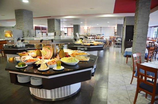 Comedor Buffet - Bild von AzuLine Hotel Bergantin, Sant Antoni de ...