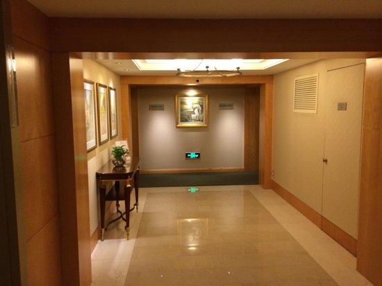 JW Marriott Hotel Shanghai at Tomorrow Square: Floor hallway