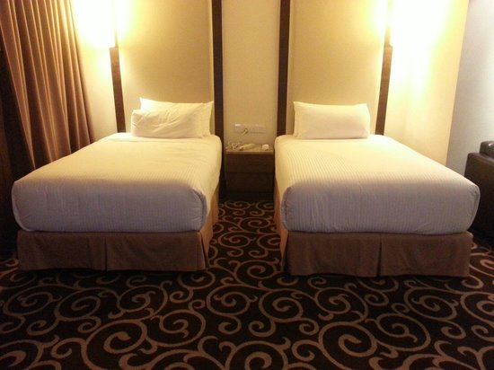 Sunway Putra Hotel : Suite twin bed very comfortable !!