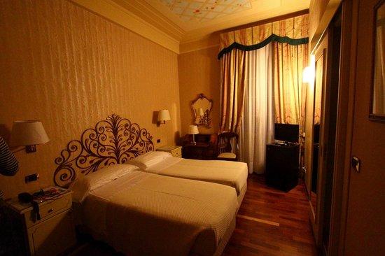 Camera Hotel Jolanda S.M.