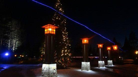 Santa Claus Village: le soir avec limite cercle polaire