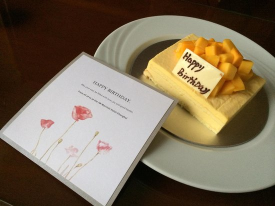 JW Marriott Hotel Shanghai at Tomorrow Square: Birthday cake from hotel