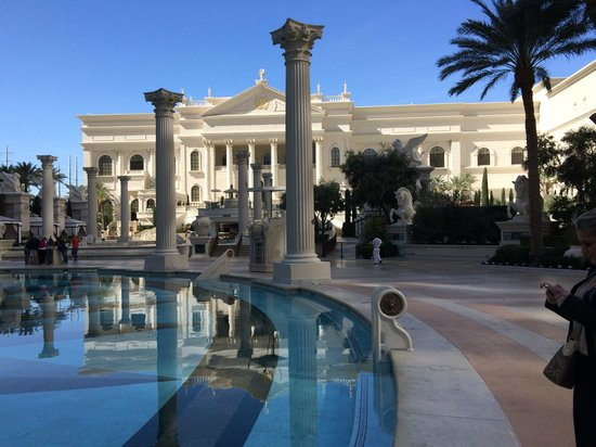 Caesars Palace: Área piscina