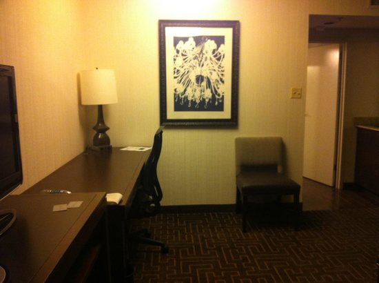 Embassy Suites by Hilton Atlanta - Buckhead: in the room