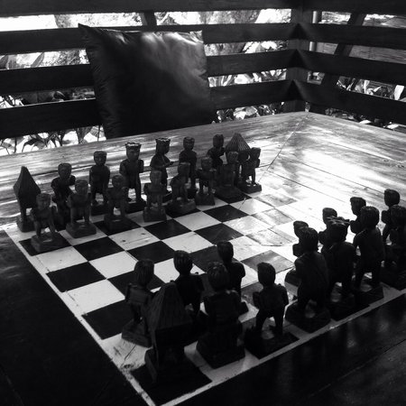 Daluyon Beach and Mountain Resort : Chess play time