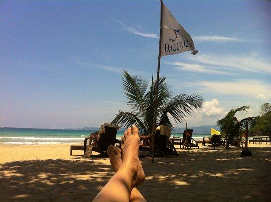 Daluyon Beach and Mountain Resort : Swinging on the hammock