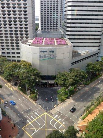 Carlton Hotel Singapore: Vista dalla zona antistante l'escensore
