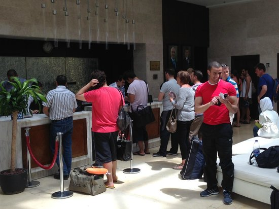 Radisson Blu Tala Bay Resort, Aqaba: picture 2 people wait 2 hour to check out o in