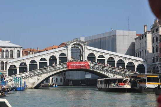 Ponte di Rialto: rialto bridge