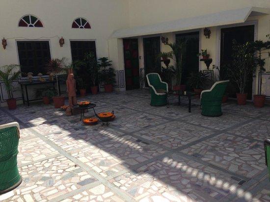Hari Mahal Palace: Sit Out outside Room