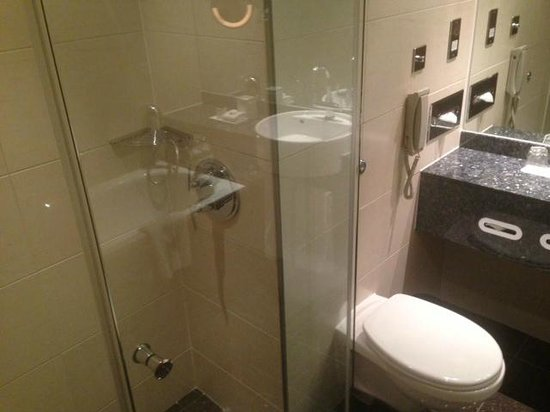 Sofitel London Heathrow : Bathroom, shower