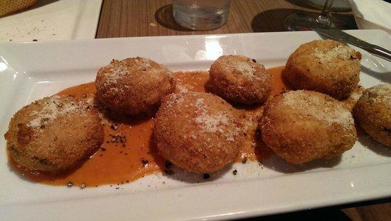 Rossini Cafe Restaurant: Mushrooms stuffed with mozzarella