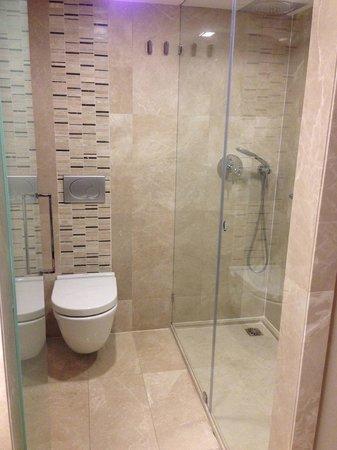 Levni Hotel & Spa: Badezimmer