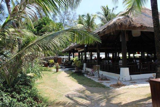 Sunprime Kamala Beach : Salle à manger côté plage