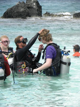Coki Dive Center: getting suited up - no wetsuit needed