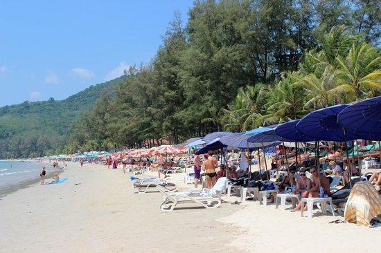 Sunprime Kamala Beach: Plage derrière l'hôtel