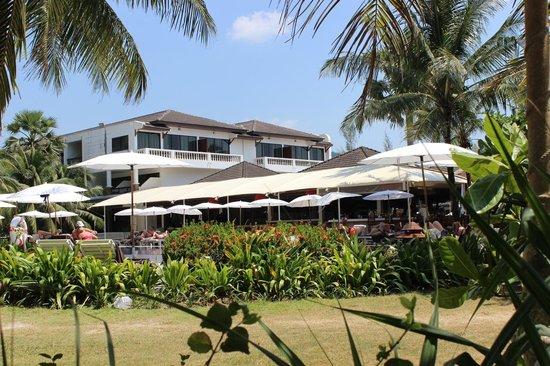 Sunprime Kamala Beach: Les jardins côté plage