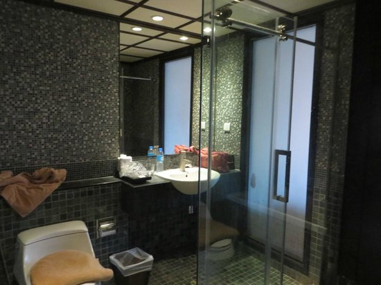 Baan Laimai Beach Resort : Shower