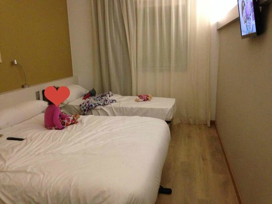 B&B Hotel  Viladecans : Family room