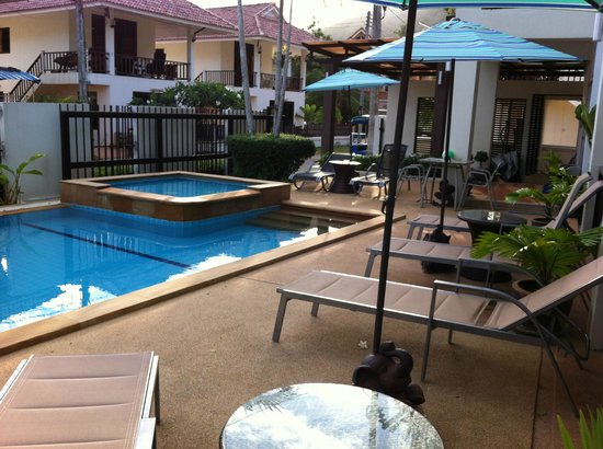 Krabi Apartment Hotel: View of pool from the room