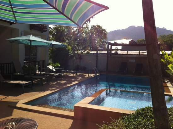 Krabi Apartment Hotel: Small pool that is good to enjoy a cooling dip after a day of sightseeing