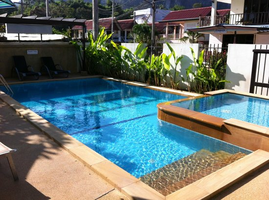 Krabi Apartment Hotel: Nice cosy pool