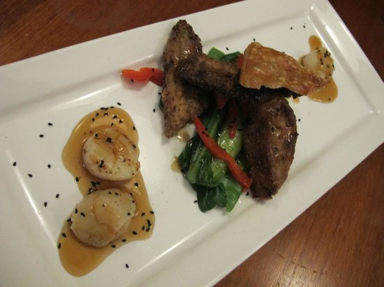 Nightingales Restaurant: Seared Scallops with twice cooked pork belly