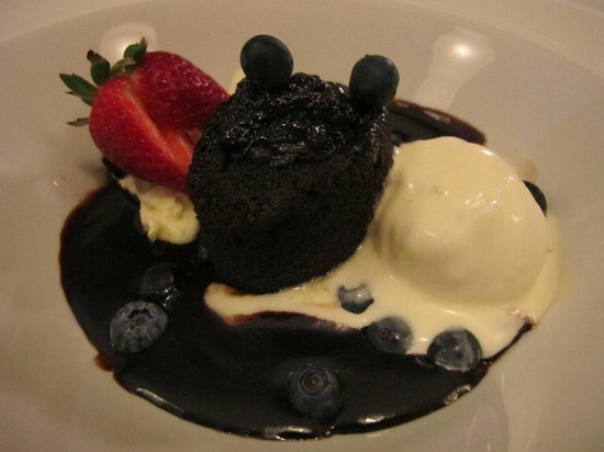 Nightingales Restaurant: Traditional boiled chocolate pudding