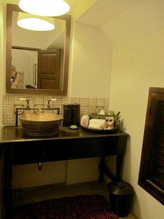 Tamarind Village: Our bathroom!