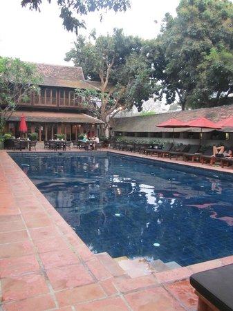 Tamarind Village: Pool side