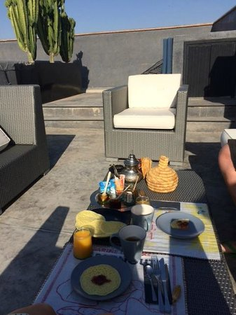 Riad First : breakfast at the terrace