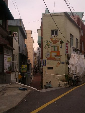 40-step Culture & Tourism Theme Street: Artistic Alleys & Streets beyond the 40 Steps