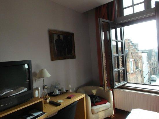 Hotel Bourgoensch Hof: jolie vue de la chambre 33