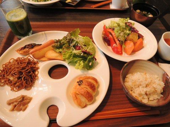 Hotel Trusty Kanazawa Korinbou: 朝食 おしゃれすぎるプレートが使いにくいけど