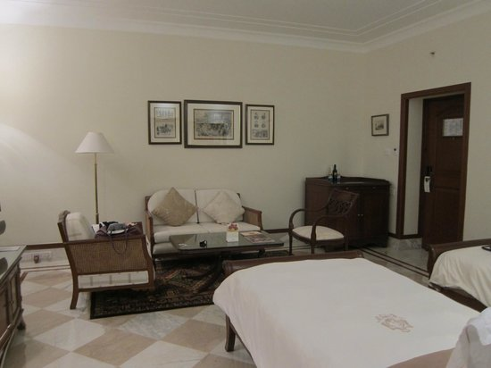 The Imperial Hotel: Double bed room with sitting area