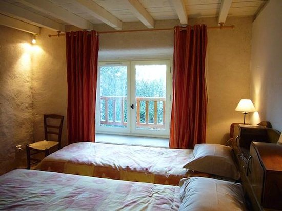 Les Néfliers : chambre-Brocéliande-Bretagne-Morbihan