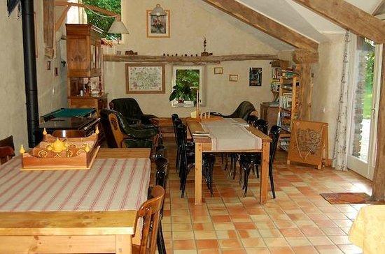 Les Néfliers : salle de vie-Brocéliande-Bretagne-Morbihan