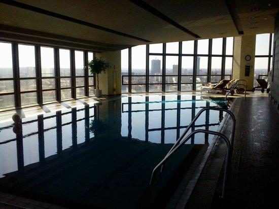 Corinthia Hotel Prague: Espace piscine et spa