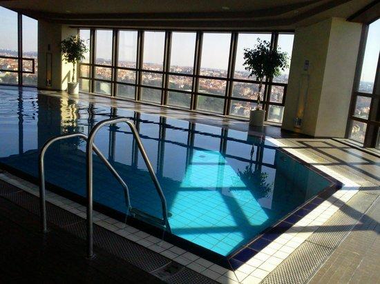 Corinthia Hotel Prague : Espace piscine et spa