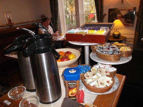 Hotel Bourgoensch Hof : une partie du buffet petit déjeuner